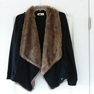 Sweatshirt with faux fur trim